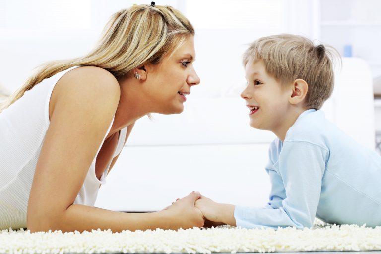 Причины и значение одного из самых распространенных симптомов аутизма – эхолалии
