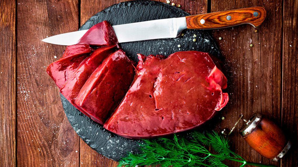 Порция 3 унции (85 грамм) приготовленной говяжьей печени содержит 212 мкг фолата, или около 54%  рекомендуемой нормы в день